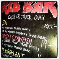 Foto tirada no(a) The Red Bar por Aimee F. em 8/4/2013