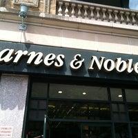 Foto diambil di Barnes & Noble oleh John P. pada 6/2/2012