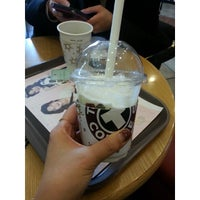 Photo prise au TOM N TOMS COFFEE par yunyzzing le2/21/2014