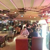 Das Foto wurde bei Cafe Villa Bistro von Mehmet E. am 5/12/2013 aufgenommen