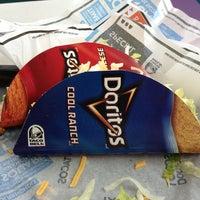 รูปภาพถ่ายที่ Taco Bell โดย Doug M. เมื่อ 3/19/2013