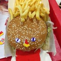 Foto tirada no(a) McDonald's por Pavel P. em 6/6/2013
