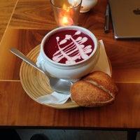 Foto tirada no(a) Lissabonbon - Vintage Café por Sascha André M. em 12/3/2014