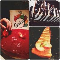 Foto scattata a Gisira Pizza And Drinks da Clara S. il 10/13/2013