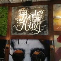 รูปภาพถ่ายที่ Cowbell Burger & Bar โดย Ashley B. เมื่อ 7/25/2013