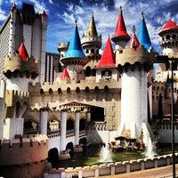 รูปภาพถ่ายที่ Excalibur Hotel & Casino โดย Joseph V. เมื่อ 6/18/2013