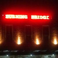 Foto tomada en Burning Bridge Tavern por Scott L. el 11/30/2012