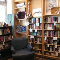 Foto tirada no(a) Birchbark Books & Native Arts por Birchbark Books & Native Arts em 7/2/2014