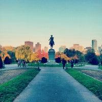 Foto tomada en Jardín Público de Boston por Vincent C. el 10/26/2012