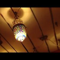 Foto tirada no(a) Кофейня «Кардамон» и лавка «Коллекция Пустяков» por Irene Y. em 12/18/2012