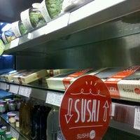 Снимок сделан в Sushi Pop пользователем Nina G. 7/16/2013