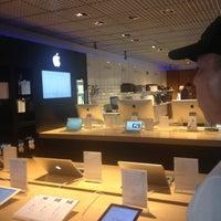 Foto tirada no(a) Fast Shop por Key V. em 8/13/2013