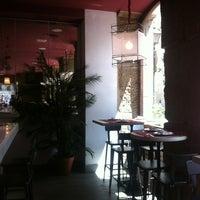 Das Foto wurde bei a.n.E.l. Tapas & Lounge Bar von Georgina Rodríguez am 5/28/2013 aufgenommen