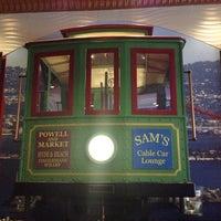 รูปภาพถ่ายที่ Sam's Cable Car Lounge โดย Alan H. เมื่อ 7/19/2013