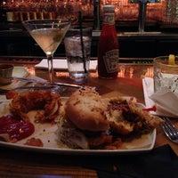 รูปภาพถ่ายที่ Cowbell Burger & Bar โดย Erin K. เมื่อ 7/21/2013