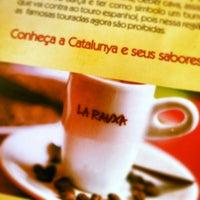2/9/2014 tarihinde Tatiana F.ziyaretçi tarafından La Rauxa Café'de çekilen fotoğraf