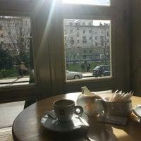 Снимок сделан в The Tea Room Tirana пользователем Pea A. 1/23/2014