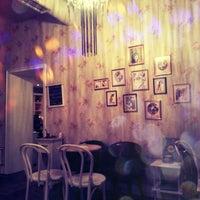 Снимок сделан в The Tea Room Tirana пользователем Pea A. 2/27/2014