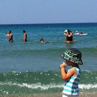 Foto tirada no(a) Pygale Beach por 💜fulyaersoyc💜 em 7/28/2013