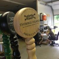 Photo prise au Thimble Island Brewing Company par Adam L. le7/25/2013