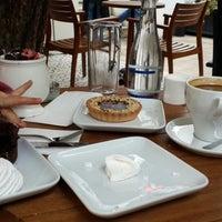 10/18/2014 tarihinde Umut O.ziyaretçi tarafından Dair'e Cafe'de çekilen fotoğraf