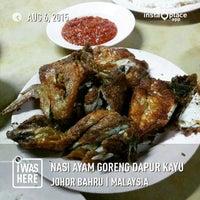 Photo Taken At Nasi Ayam Goreng Dapur Kayu By Syeikh W On 8 6