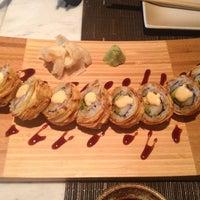 Foto tirada no(a) Yada Sushi por Yunus T. em 10/22/2013