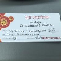 Снимок сделан в Ecologie Resale & Vintage пользователем Lakesha P. 7/1/2014