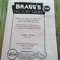 Das Foto wurde bei Bragg's Factory Diner von Sheena W. am 7/7/2013 aufgenommen