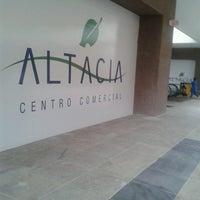 Foto tomada en Centro Comercial Altacia por Karla E. el 5/28/2013