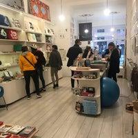 Foto tomada en Rododendron Art & Design Shop por Kouki el 10/27/2018