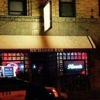 11/16/2014 tarihinde Tom S.ziyaretçi tarafından Richard's Bar'de çekilen fotoğraf