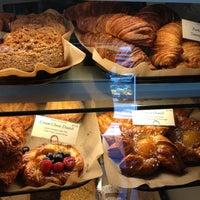 Das Foto wurde bei Bakery Nouveau von kimberley🌟💫 am 7/6/2013 aufgenommen