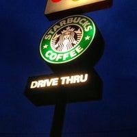 Foto tomada en Starbucks por Raul R. el 5/16/2013