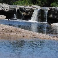 Foto tirada no(a) McKinney Falls State Park por Carlos M. em 11/20/2012
