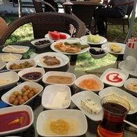 6/8/2013にSeyfettin U.がKasr-ı Van Kahvaltı ve Kahve Eviで撮った写真