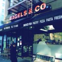 11/22/2013 tarihinde Rudi L.ziyaretçi tarafından Bagels and Co'de çekilen fotoğraf