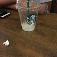 Das Foto wurde bei Starbucks von IG S. am 9/27/2017 aufgenommen