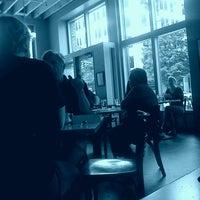 รูปภาพถ่ายที่ Bijou Cafe โดย Carmen H. เมื่อ 6/2/2013