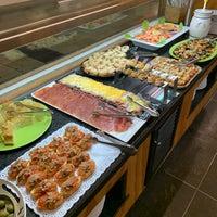 Foto tomada en Restaurante LAS PALOMAS Buffet&Tapas por Xavier P. el 1/16/2020