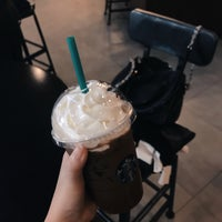Photo prise au Starbucks par JAYJAY le7/27/2018
