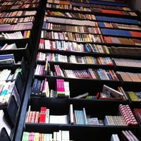 4/6/2012 tarihinde Jordyziyaretçi tarafından The American Book Center'de çekilen fotoğraf