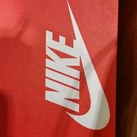 ... Foto tirada no(a) Nike Factory Store por Silvio D. em 12  ... 64f6cc87d4332