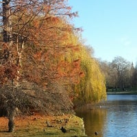 Foto tirada no(a) St James's Park por Kirill K. em 12/4/2012