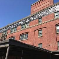 Foto tirada no(a) Schoolhouse Electric & Supply Co. por Andrew N. em 8/18/2013