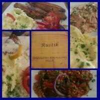 Photo prise au Rustic - Restaurant romanesc par Oliver S. le7/27/2014
