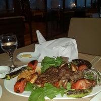 Foto scattata a Körfez Aşiyan Restaurant da Murat A. il 4/17/2015