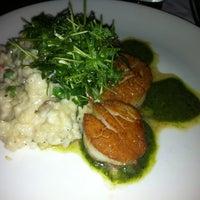 2/13/2013 tarihinde Cristina O.ziyaretçi tarafından Palisade Restaurant'de çekilen fotoğraf