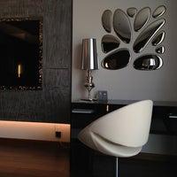 Das Foto wurde bei 11 Mirrors Design Hotel von Chelovek P. am 7/21/2013 aufgenommen