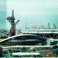 7/23/2013 tarihinde Andrew W.ziyaretçi tarafından Queen Elizabeth Olympic Park'de çekilen fotoğraf
